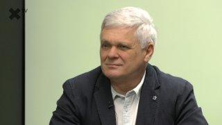 """""""Janek Kroupa je nájemný odstraňovač politiků. V Česku máme hysterii a opozici chybí argumenty. Ředitele ČT si všichni královsky platíme."""" – komentuje Vlastimil Tlustý"""