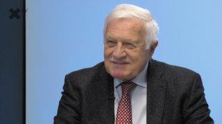 """""""Američané hlasovali i bez totožnosti. Bidena volí ti, co chtějí roušky a migranty."""" – říká bývalý prezident Václav Klaus"""