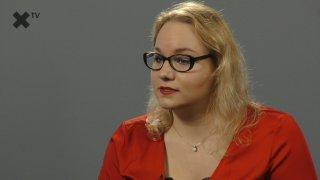 """""""Johnson uštědřil políček českým komentátorům. O počtech demonstrantů se lže. ČT se na útoku v Ostravě 'vyřádila'."""" – komentuje Karolina Stonjeková."""