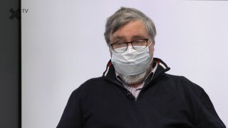 """""""Vakcína proti COVID-19? Lidé nám volají, ale nevíme, kdy bude. Ta na chřipku aktuálně dostupná není. Ti, co si ji objednali na jaře, ji však dostali."""" – říká odborník a lékař Jan Rutsch."""