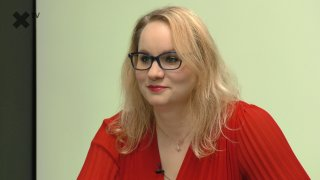 """""""Pirátka Richterová odkryla pravou tvář, odporné! Pekarová je redaktorka Rudé vatry. A pan Topolánek se stal komikem."""" – komentuje Karolina Stonjeková"""