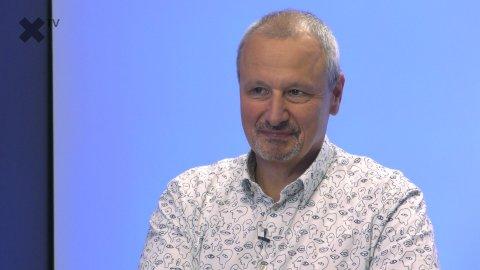 """""""Chápu lidi, kteří Babiše nenávidí. Politikům se nedá věřit. Pražští intelektuálové řeší jiné problémy než zbytek země."""" – říká Martin Komárek.."""
